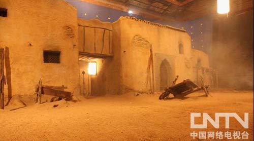 """""""人造风沙""""下的沙漠古墙场景实拍"""