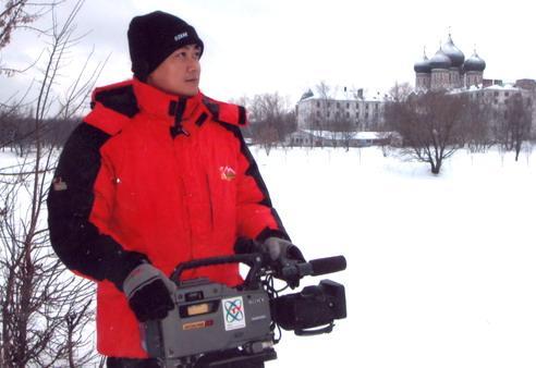 图为陈晓卿在俄罗斯拍摄纪录片《宋庆龄》