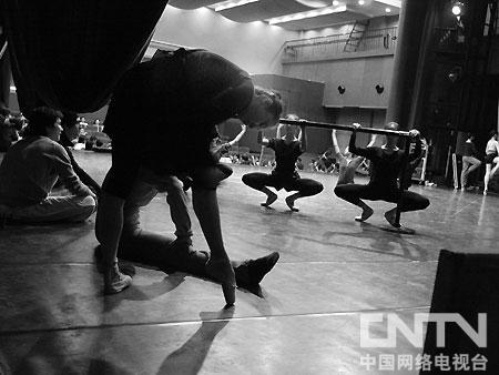 《谁起舞》剧照