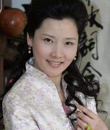 演员何赛飞将在剧中饰演丈母娘