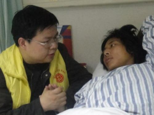 对玉树地震伤残人员开展心理援助。