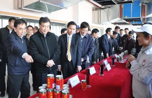 广东省领导一行走进凉茶企业