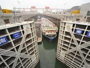 """Годовой объем грузовых перевозок через шлюзы """"Санься"""" на реке Янцзы впервые преодолел рубеж в 100 млн тонн"""