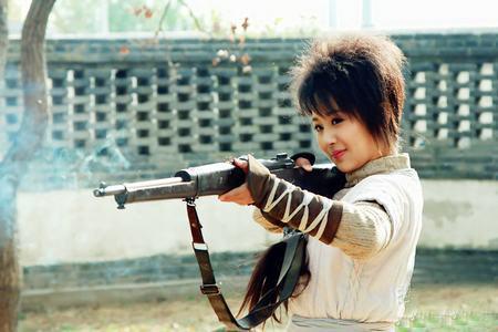 杨紫饰演雷儿以火枪传情