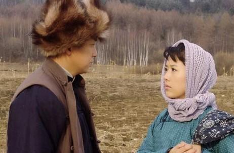 由雷獻禾執導,顏丹晨,潘粵明,余震主演的電視劇《山里紅》登陸
