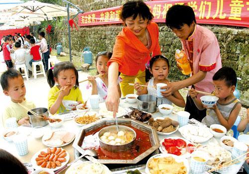 孩子吃火锅汤底选料宜清淡