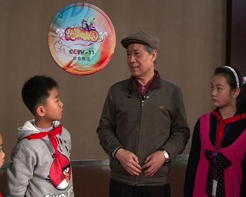 蒋昌涌老师给同学们介绍锡剧曲调