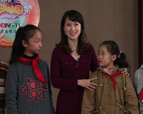 季春艳老师给同学们讲解锡剧的唱腔
