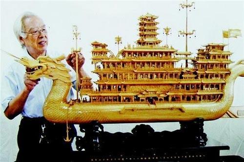 非遗传承人做出中国最大木雕船模
