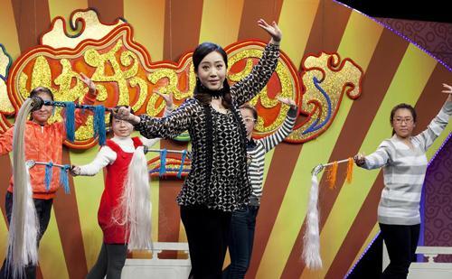 嘉宾张淑景教授小同学们京剧中武旦的表演