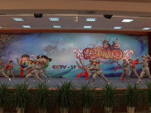 于悦怡、贾晨曦、韩则怡等表演京剧《红色娘子军》
