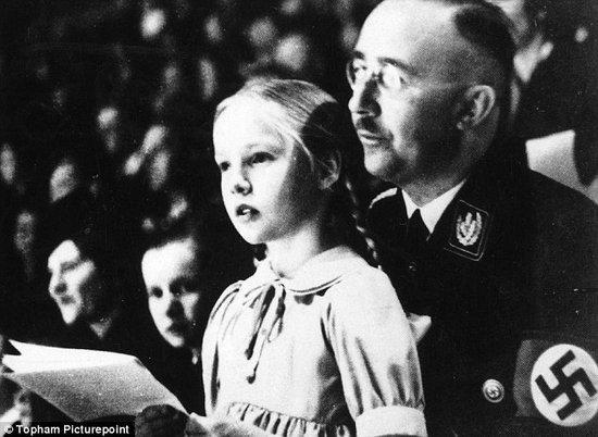 德国纳粹头目海因里希-希姆莱和她的女儿
