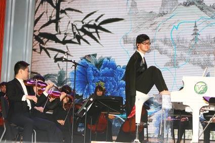 刘伟倾情演奏钢琴曲《梁祝》