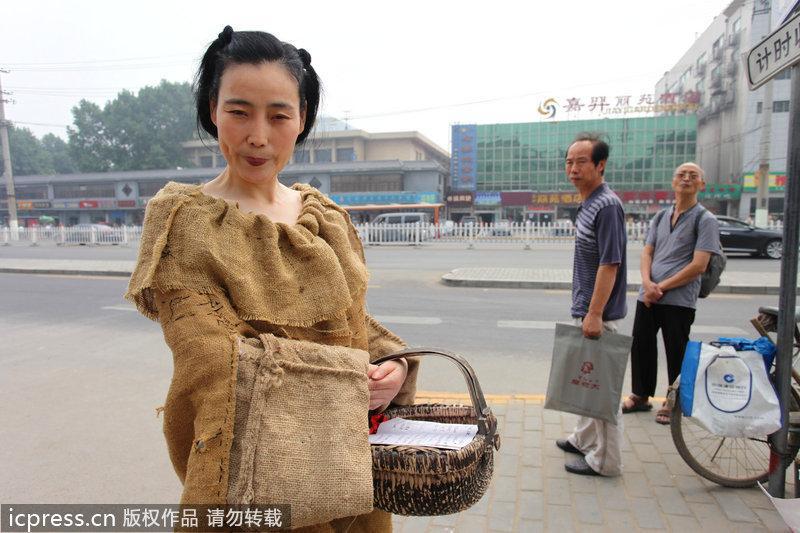 西安女子好有才 麻袋片裁出唐装范 图 粤语台