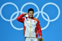 Lu Xiaojun of China breaks world record to win men´s 77kg weightlifting gold in Olympic Games