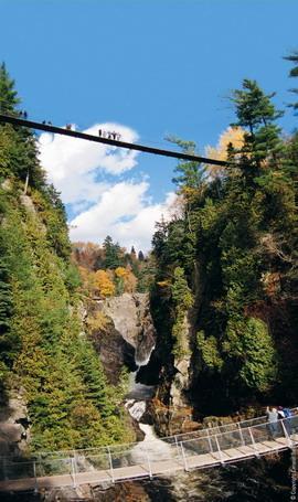 安妮/每到秋季,由於峽谷內的溫差將峽谷中的楓葉由低到高變成不同的...