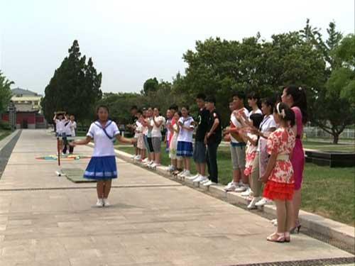 菏泽市开发区同学和来自郓城的代表一起做和水浒戏、水浒文化相关的游戏