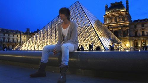 信卢浮宫金字塔外景拍摄