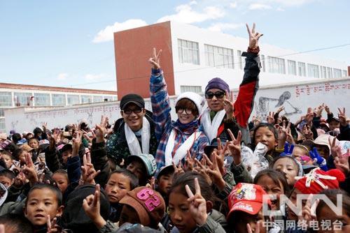 陈楚生、谢楠、陈砺志与孩子们
