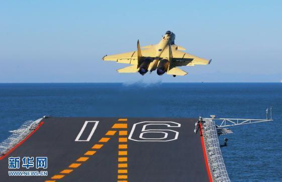 """歼—15飞机在""""辽宁舰""""上滑跃起飞"""