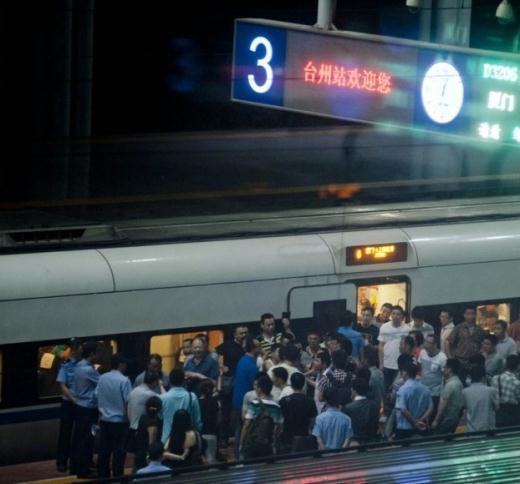 厦门到上海动车停隧道5小时