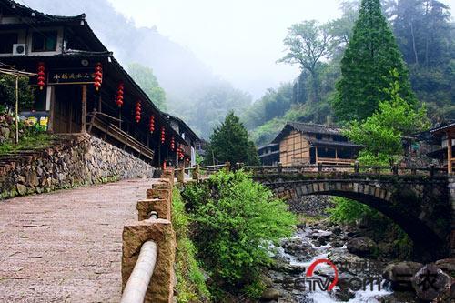 楠溪江中,下游至今保留有许多比较完整的古村落