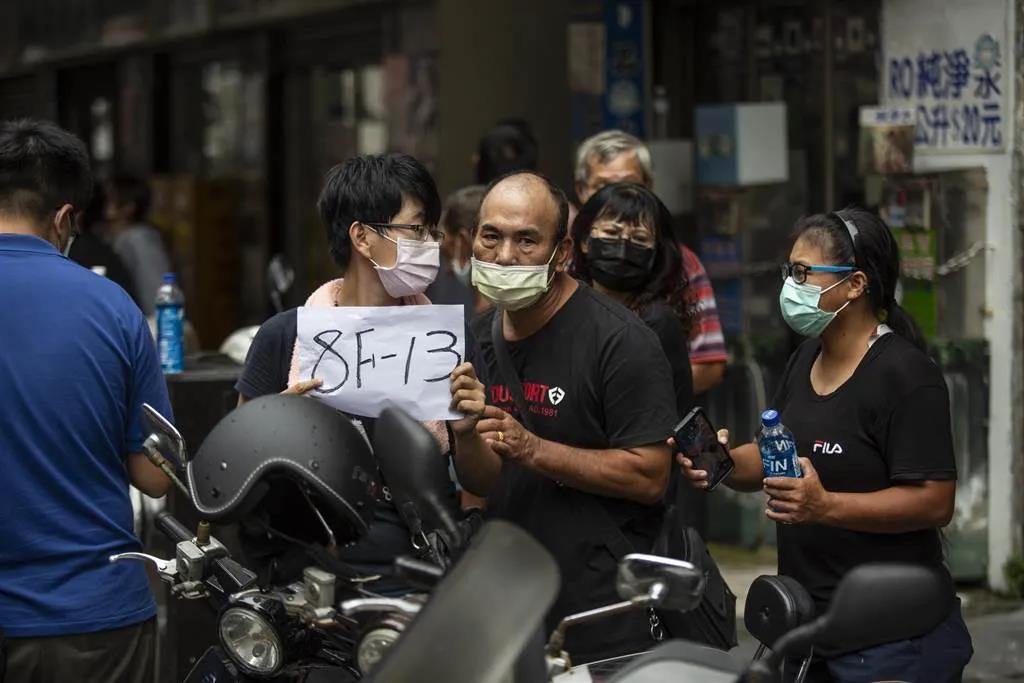 《痛心!台湾高雄城中城大楼火灾已致46人遇难,持续更新...》