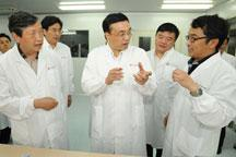 Li Keqiang urges fast production of flu vaccine