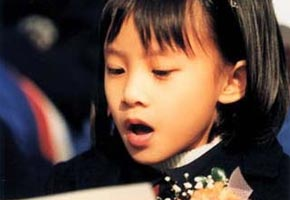 Wen Yiduo, famoso poeta chino, creó un verso titulado 'Canción de los Siete Hijos', describiendo Macao, Hong Kong, Taiwán, Weihaiwei, el Golfo de Guangzhou, Jiulong y Luda como siete hijos que perdieron a su madre...