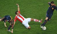 España vence dramáticamente a Paraguay 1-0 y enfrentará a Alemania en semifinales