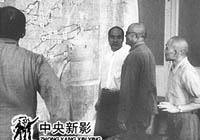 1949年,人民解放�渡�^�L江后,毛主席和朱�司令�l出命:人民解放��M�大西南,解放祖��的全部土地。人民解放�第2野�疖��⒉�承、�小平,西北野�疖��R��、王�S舟等分�e召�_�事���h,制定�M�大西南的作�鸱桨浮�