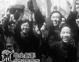 1953年5月1日,鞍钢人以游行的形式欢庆劳动节。