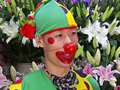 [创业非常道]小丑卖花 一个顶仨
