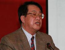 <center>中国国际贸易学会常务理事、外经贸部反倾销协调委员会委员周世俭教授</center>