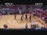<a href=http://sports.cntv.cn/2013/11/14/VIDE1384432085568446.shtml target=_blank>[NBA最前线]赛场最前线:猛龙VS火箭 赛事分析</a>