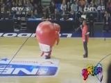 [爆笑体育]赛场上各种抢镜的搞笑吉祥物