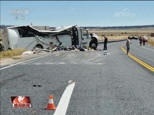 [视频]【美国】一搭载中国旅游团的巴士发生事故