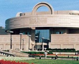 Musée de Shanghai <br><a></a><h6>Le musée de Shanghai est un grand musée consacré à l´art ancien de Chine, qui abrite 120 000 antiquités telles que des objets en bronze, des poteries, des calligraphies et des peintures. </h6>