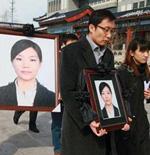 刘薇的丈夫以及家人送别