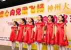 万泉小学女声合唱团的同学们在活动现场演唱《红星歌》