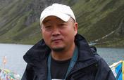 <b><center>郝跃骏</center></b>代表作:《最后的马帮》、《山洞里的村庄》、《春节故事:回家》。<br><br>