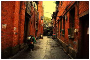 <b>Back-alley neighborhoods of Shanghai <br>tells how things used to be</b>