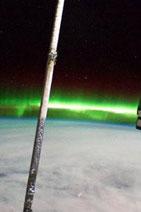 <b>Atlantis astronaut takes pictures of Aurora Australis</b>