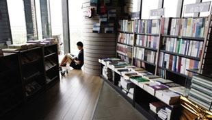 十年五成书店倒闭 传统书店走到生死边缘