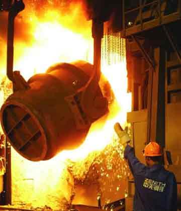 业内人士表示,目前制约全行业反弹的因素依然突出,首先是由于国内经济转型和宏观调控等原因,钢材需求仍在下降。