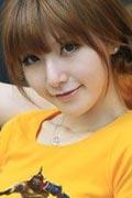 清纯女模展示Dota主题情侣T恤衫