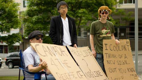 《半条命3》蹲守请愿者 新增18岁华裔少年