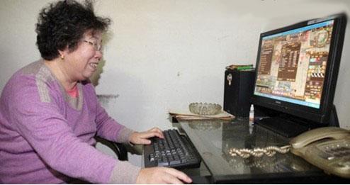 64岁老奶奶守护资深玩家练级熬夜有11个游戏美女竟是金易图片