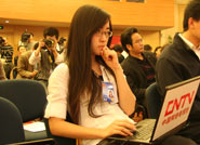 中国网络电视台记者在现场报道