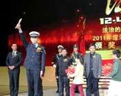 <font color=blue>2011最美中国人</font><br><br>这样一群普通人,在他人危难时候伸出了自己的双手,获得了人们最热烈的掌声。<br><br>